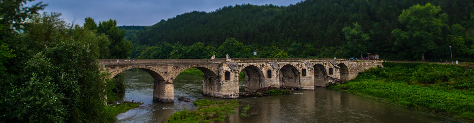 TransferTaxi-EUROPE   bridge-over-Yantra-River - TransferTaxi-EUROPE